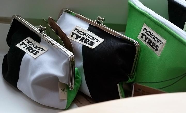 Така например чантите Nasta на Nokian Tyres се изработват в Нокия от Nokian Nahkatuote Oy. Материалите за чантите включват стари тениски на Nokian Tyres и стари подплати за ски обувки, които Globe Hope има на склад.