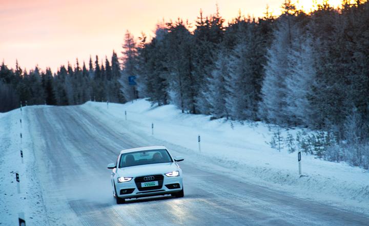 Kokenut ja harjaantunut kuljettaja voi valita talvirenkaiksi yhtä hyvin nastattomat kuin nastalliset renkaat.