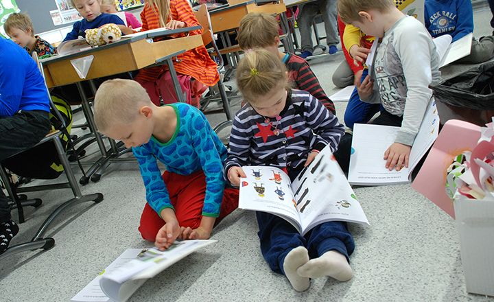 First-graders received exercise books about traffic