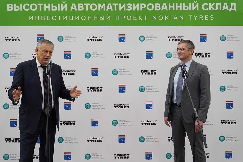 Leningradin alueen, jossa tehdas sijaitsee, kuvernööri Alexander Drozdenko (vas.) vieraili Nokian Renkaiden tehtaalla toukokuussa. Isäntänä toimi Andrei Pantioukhov, EVP, Russia and Asia and Global Marketing.