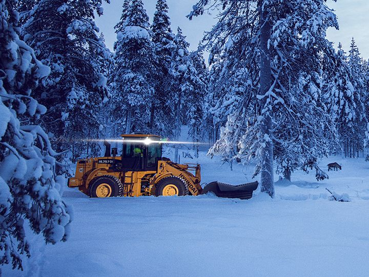 New winter traction for road graders as well – the Nokian Hakkapeliitta Loader tire family expands