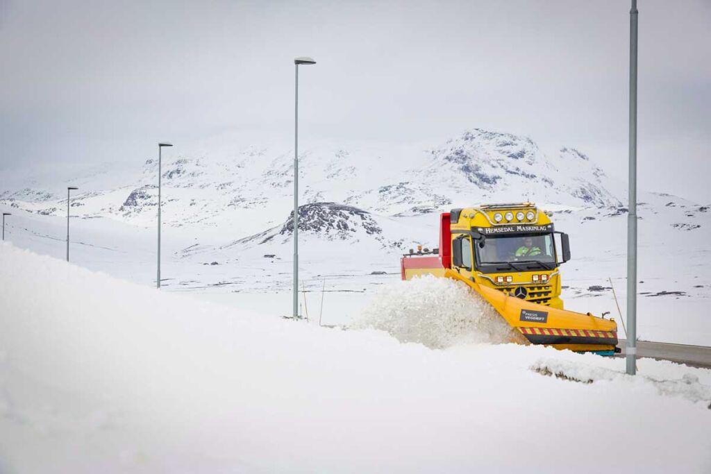 Sécurité sur les routes de montagne – La France rend les pneus hiver obligatoires sur les véhicules utilitaires dans 48 départements à partir du 1er novembre