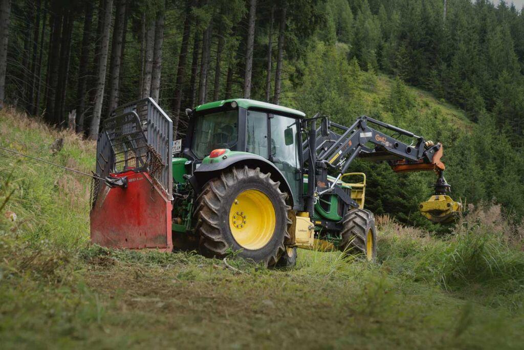 Pneu robuste pour des conditions difficiles, le nouveau pneu Nokian TR Forest 2 offre une résistance et une stabilité éprouvées en forêt pour les tracteurs forestiers légers et moyens