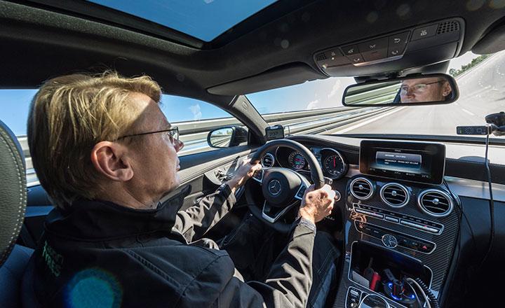 F1-maailmanmestari Mika Häkkinen testiajoi Nokian Hakka Black 2 -renkaat