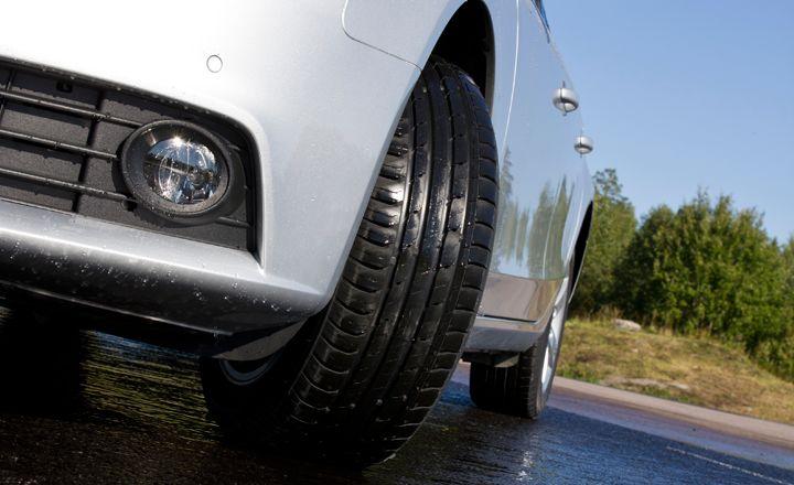 Zkontrolujte opotřebení pneumatik