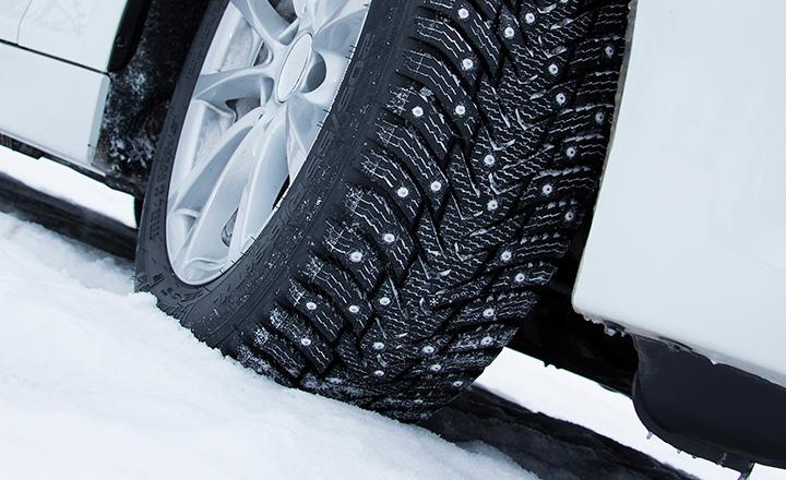 Nokian Hakkapeliitta 8 –nastarengas on huippu-uutuus pohjoisen talveen, jonka moninaiset keksinnöt tuntuvat ja näkyvät talviautoilijan arjessa. Rengas edustaa täysin uutta aikakautta, jossa yhdistyvät äärimmäinen talviturvallisuus ja vähäinen tienkulumavaikutus.