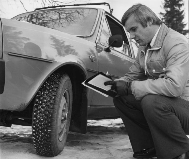 In 1978, a testing engineer studies the Hakkapeliitta NR 08, the first steel-belted winter tyre.