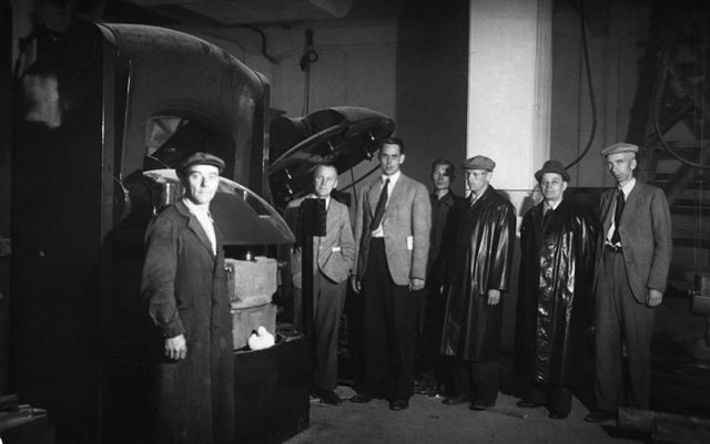 The tyre department's Senior Engineer Ensio Salmenkallio and his team celebrating the commissioning of a new tyre press in 1944. Even the raincoats were made by the company.