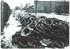 Резиновые отходы на железнодорожной станции Нокиа во время Советско-финской войны.