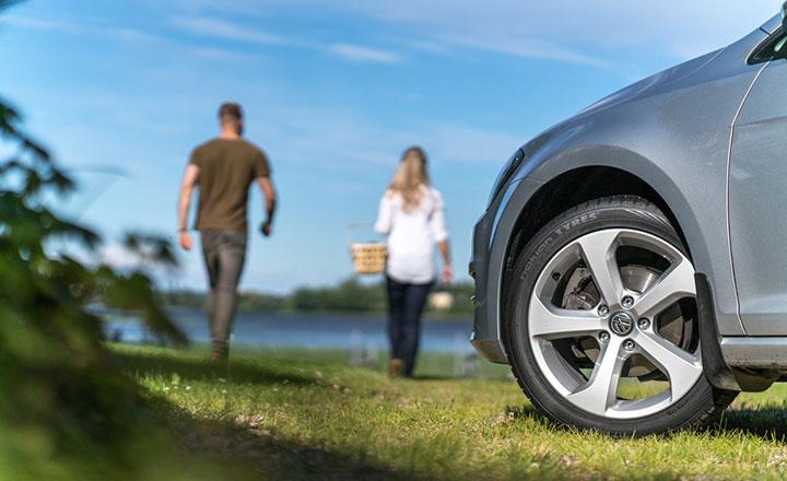 Tarkista kesärenkaat ja auton varustelu ennen lomamatkalle lähtöä