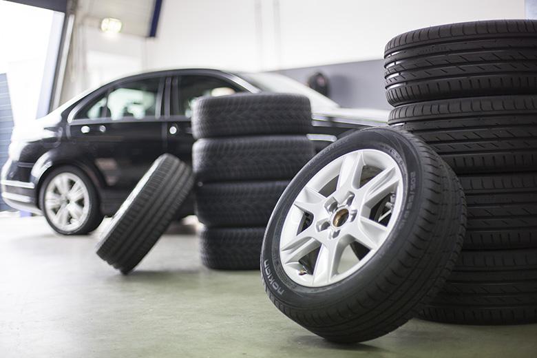 Pidennä renkaiden käyttöikää: säilytä viileässä, kuivassa ja pimeässä paikassa