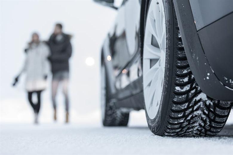 Katumaasturi vaatii talvirenkailta enemmän kuin henkilöauto