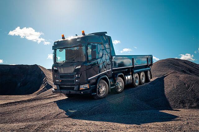 Hochleistungs-Lenkachsreifen für den Einsatz auf der Straße und im Gelände – die neue XL-Version ergänzt die Nokian R-Truck-Reihe