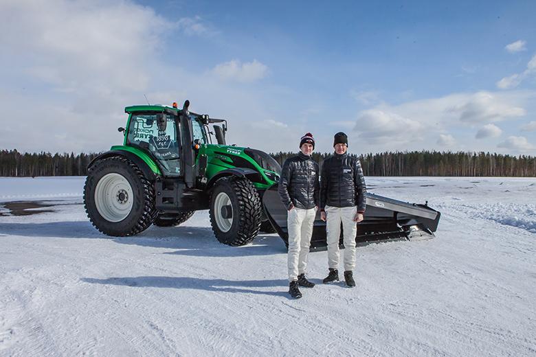 Världsrekord: Förarlös Valtra kör snöröjning i 73.171 km/h