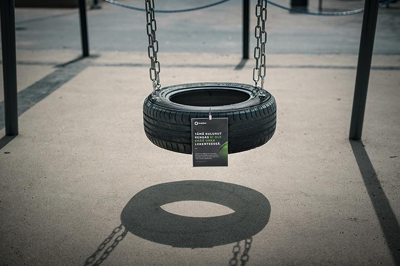 SnapSkan - Rengasturvallisuus on haaste koko maassa, joten Nokian Renkaat päätti sijoittaa turvallisuusdataa kierrätettyihin renkaisiin ympäri Suomea. Viestejä voi löytää muun muassa rengaskeinuista ja -lepuuttajista.