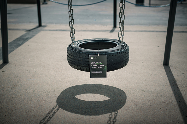 SnapSkan - Since tyre safety is an issue basically in every neighbourhood, Nokian Tyres decided to place tyre safety data on old recycled tyres around Finland. The messages can be found for example on tyre swings and boat fenders.
