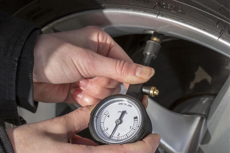 Tre skäl att kolla lufttrycket i samband med däckbytet