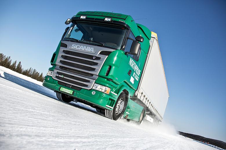 Lastbilar och bussar behöver bättre vinterdäck