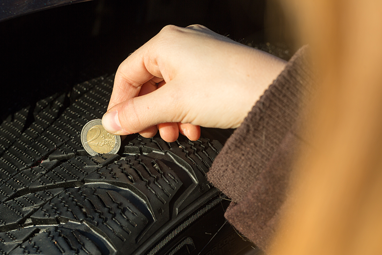 A two-euro coin is a handy tool for measuring the main grooves in the centre of the tread.