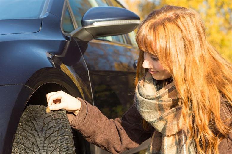 Attention, vérifier la profondeur de la bande de roulement n'est pas suffisant – en hiver, assurez-vous une conduite en toute sécurité grâce à nos conseils professionnels