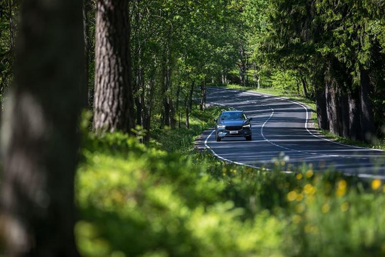 Kör inte i spåren – så här kör du mer komfortabelt