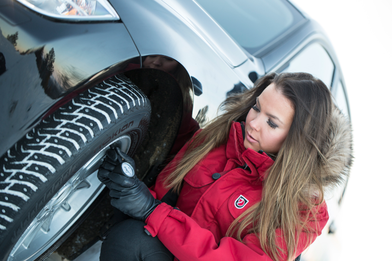 Näin toimit rengasrikon iskiessä – hyvä painehuolto korostuu talven lähestyessä